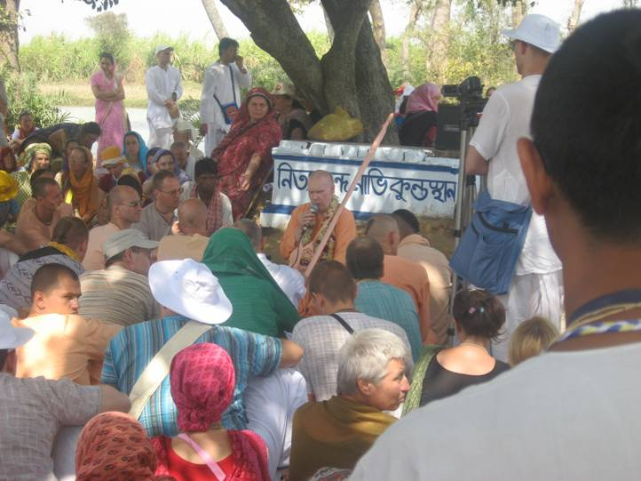 HH Bhakti Caitanya Swami discussing Nitai pastimes under Mala Tala-Ekacakra.JPG