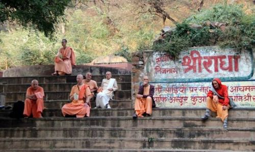 The safe boat of devotee association. Sacinandana Swami: The...