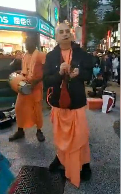 Harinama with Niranjana Swami and Maha Vishnu Swami (7 min. video)